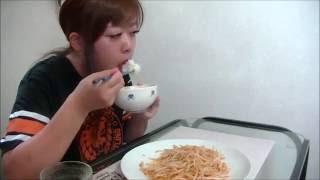 手料理ピリ辛もやし炒めにんにくたっぷり食べる