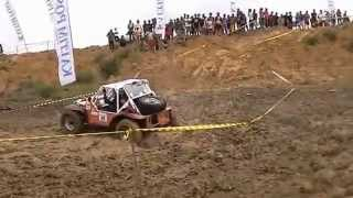 preview picture of video 'Mitra Bhayangkara Offroad 2014 ( IOF extreme 4x4 Balikpapan-Indonesia FFA Winch)'