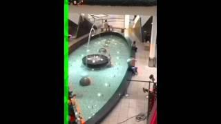 preview picture of video 'Kurzbad Springbrunnen im Forum Wetzlar'