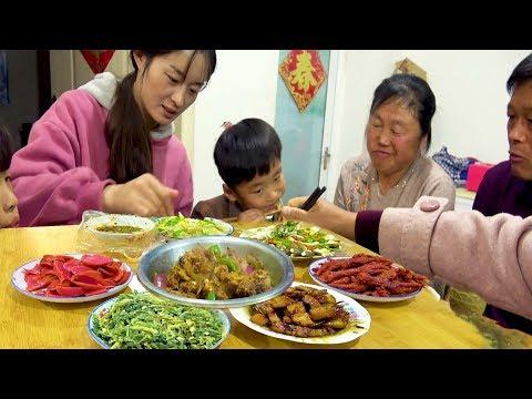 大sao招待小姑,猪肉+鸡肉+鱼肉7个硬菜,2种主食,一家人全吃完了!【徐大sao】