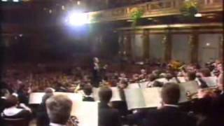 05 Poet and peasant (Suppe) - New Year`s Concert / Neujahrskonzert 1984 - Maazel