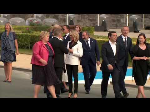 """Juncker – Druncker: Ostuda pro všechny """"Evropany"""". Šéf EU Juncker nebyl schopen chodit"""