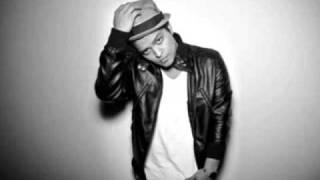 Kadr z teledysku There I Go Again tekst piosenki Bruno Mars