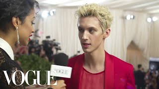Troye Sivan on Unironically Loving Vegemite | Met Gala 2018 With Liza Koshy | Vogue - Video Youtube