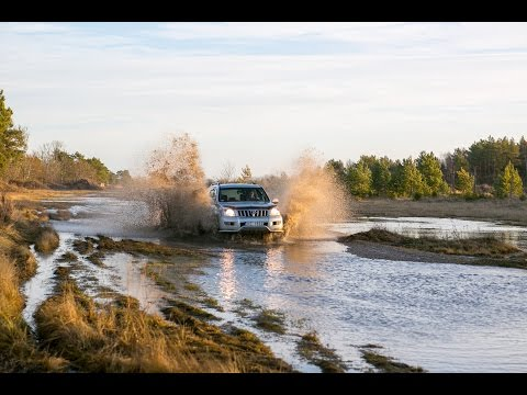 Toyota Land Cruiser 120 Extreme Water Crossing :: Old Man Emu Suspension