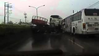 Brutal crash on wet road