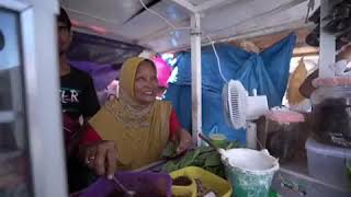 Pak Sandi Mencicipi makanan khas Aceh Ranup Mameh
