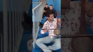 """Американский дипломат Рэн Эльхай исполнил тему из """"Игра Престолов"""" на кобызе"""