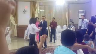 Кайрат и Нюша на свадьбе