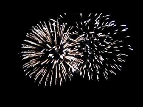 Gran espectáculo pirotécnico en la ciudad de Avilés para despedir las fiestas de