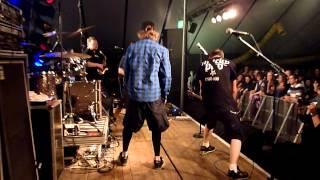 Dog Eat Dog - World Keeps Spinnin' (live at Ruusrock / Gruitrode)