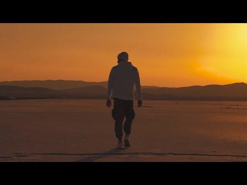 Amir Khalvat - Donyaye Man (Клипхои Эрони 2019)