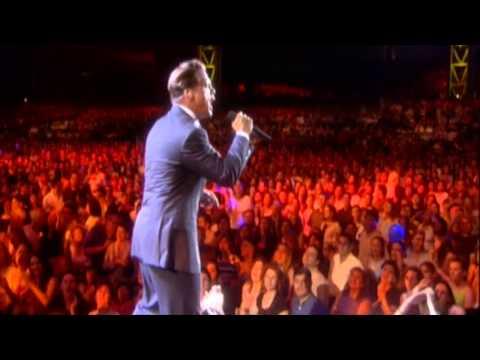 Luis Miguel - Un Hombre Busca A Una Mujer HD - (4 de 15 - VIVO) - Medley 2