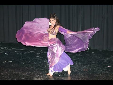 Danza del Vientre con Alas de Isis