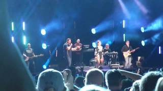 """Chris Young w Casadee Pope, """"Think of You"""", CMA Fest 2016"""
