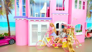 4 Barbie Dolls' Morning in Pink Dream House - New Dresses & Pajamas دمى Rumah Bonecas Puppen Maison