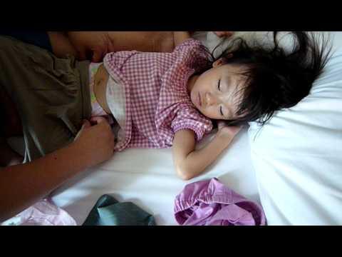 100828 睡中換片片 diaper relaced for sleeping child
