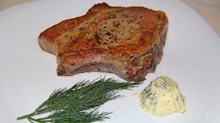 Корейка на кости. Стейк. Жаренное мясо. мясо в духовке