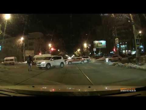 Джип сбил пешехода, который шел на на зелёный