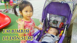 Bé Sumi Được Em Bim Bim Đón Tan Học Về   Lần Đầu Em Bim Bim Đi Xe Đẩy Ra Đường