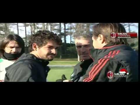 Pato se emociona e é aplaudido por todos ao despedir no Milan