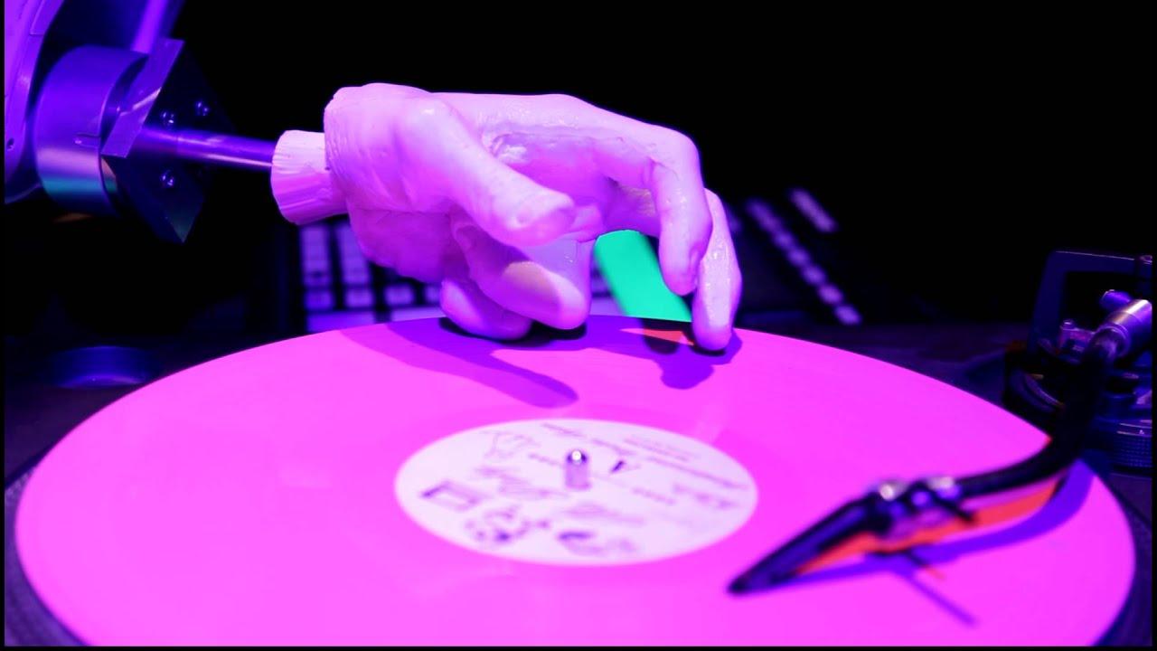 Robots Suck At Scratching Vinyl
