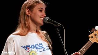 "Hatchie ""Kiss The Stars"" Live In KUTX Studio 1A"