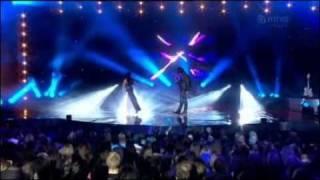 Tarja y Jyrki 69 cantando a dueto la canción Underneath para MTV3 Finlandia