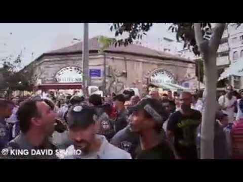 هجوم عنيف للمستوطنين على فلسطينين في يافا تحت هتافات الموت للعرب