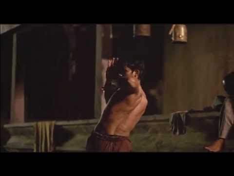 Tony Jaa Training ( Ong-Bak Original Clip! )