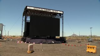 Drive-in movie theater in Mesa hosts graduations