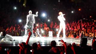 Rihanna & Eminem   Love The Way You Lie (Live @ Staples Center) [7.21.10]