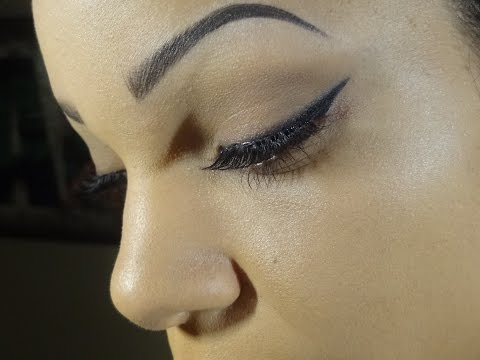 Quick And Easy Liquid Winged Eyeliner Tutorial