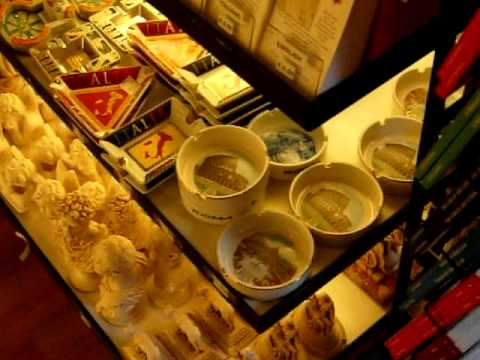 Video Souvenir shopping outside the Vatican