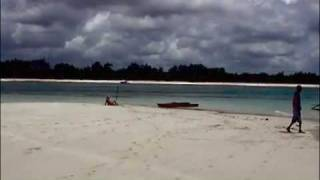 preview picture of video 'Diani Beach: paddling the lagoon'