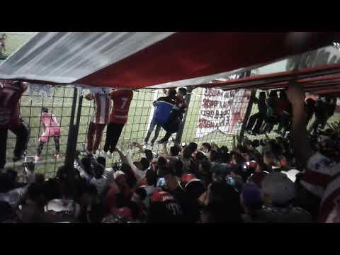 """""""Penal de Bieler, Gol para San Martín /Matar a esos putos a todas las gallinas y a todos los bostero"""" Barra: La Banda del Camion • Club: San Martín de Tucumán"""