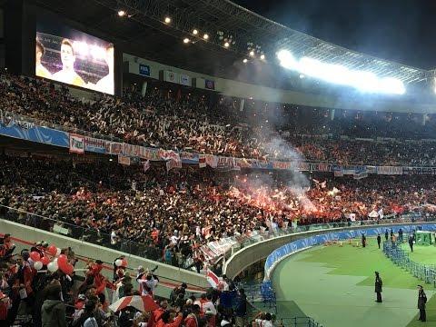 """""""Hinchas de River Plate en Yokohama(Japón) リーベルサポーターによる発煙筒とロケ�"""" Barra: Los Borrachos del Tablón • Club: River Plate"""