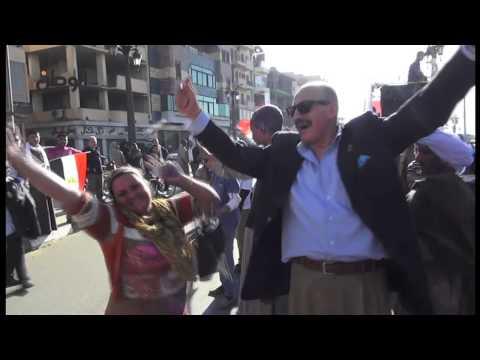 احتفالية أمام ساحة معبد الاقصر في الذكرى الثالثة لثورة يناير