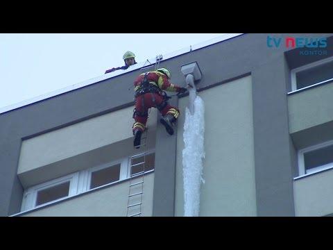 Einsatz für die Höhenretter: Eiszapfen droht zu fallen
