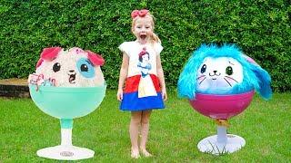 Настя и забавные игрушки играют на детской площадке Видео для детей