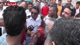 أمين شرطة يتوسل إلى شخص لعدم تهريب سائق ارتكب حادث طريق تحميل MP3
