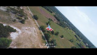 Drone Kejar Kapal Terbang — Padang Pasir Putih Cinematic FPV