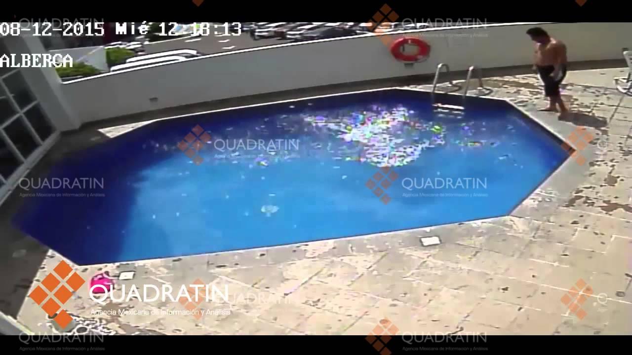 Кретин учит плавать приемную дочь. Жесть