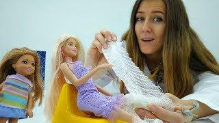 Barbie y Chelsea van a cocinar. Cocina de juguete  para niñas