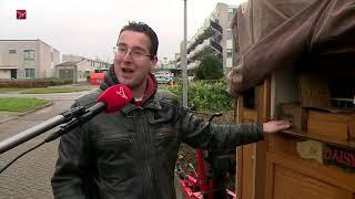 Zico staat met zijn draaiorgel niet op de Dam  maar in Muziekwijk in Almere