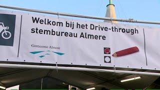 Stembureaus open; unieke stemstraat in Almere