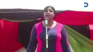 Aisha Jumwa sings to praise DP Ruto, 'Hakuna wa kufanana na Ruto'