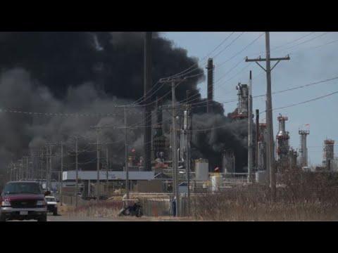 Omfattande explosion pa raffinaderi