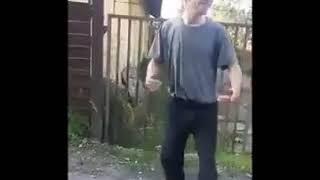 Четкий чувак , рождений танцор диско😂😂😂😂