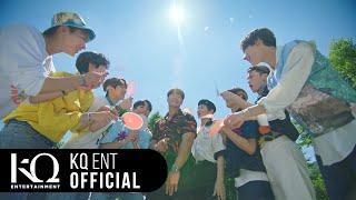 Kadr z teledysku 바다 보러 갈래? (Be My Lover) (bada boleo gallae?) tekst piosenki Kim Jong Kook X ATEEZ